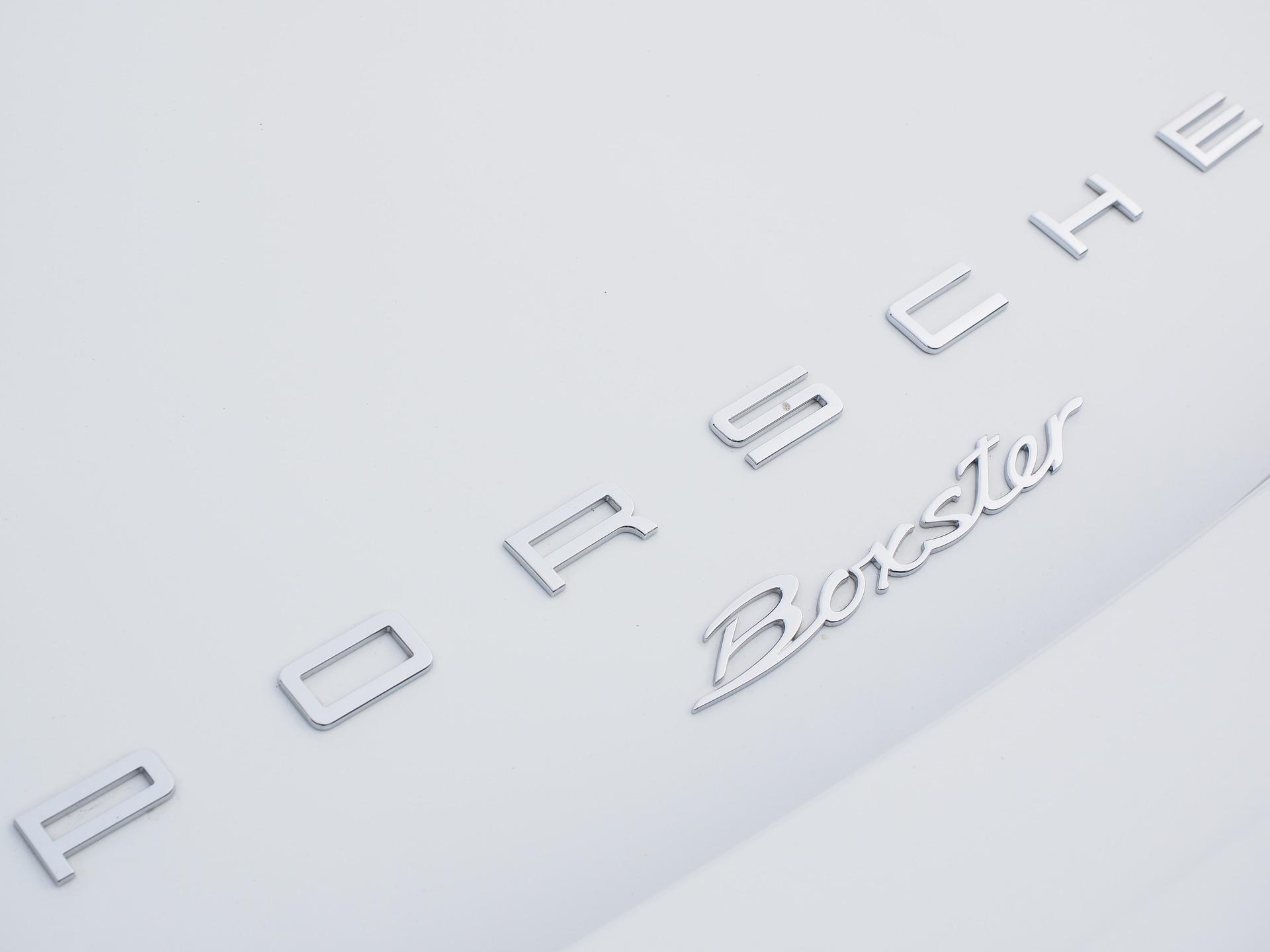 Porsche : 200 millions d'euros pour le développement des services numériques-1