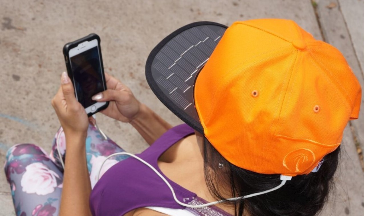 Solsol : la casquette qui recharge les smartphones-1